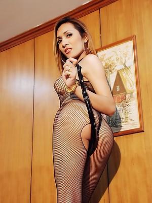 Well HUNG Ladyboy stroking her generous manhood & ejaculating